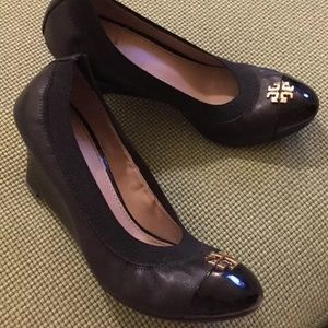 Tory Burch black Jolie wedges Sz 6